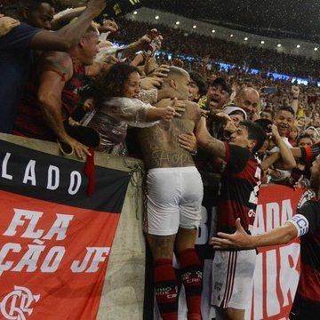 Com barba descolorida, camisa 24 e gol Gabigol completa 300 jogos na carreira em título do Flamengo