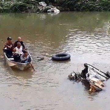 Amigos de motorista desaparecido em enxurrada fazem buscas em rio desde às 6h