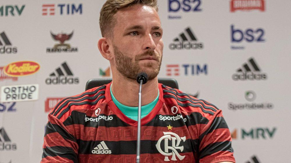 """Apresentado no Flamengo, Léo Pereira diz estar com """"sangue no olho"""" para título sobre o Athletico"""