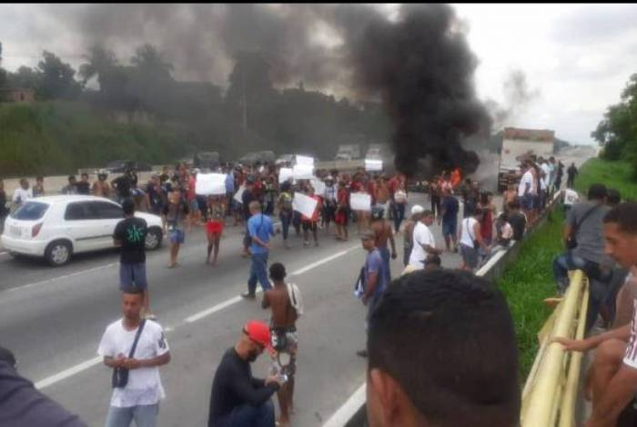 BR-101 em São Gonçalo é parcialmente interditada por conta de manifestação