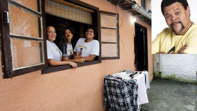Babu Santana, do 'BBB 20', vive em casa simples na Ilha da Gigóia, tem dívida de aluguel e conta com ajuda financeira de amigos