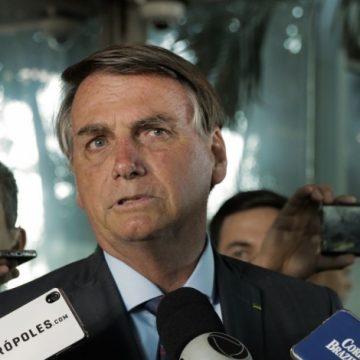 Bolsonaro diz que governo só vai abrir concurso público quando for 'essencial'