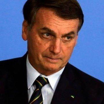 Bolsonaro evita comentar fala de Guedes, mas diz que dólar está 'um pouquinho alto'