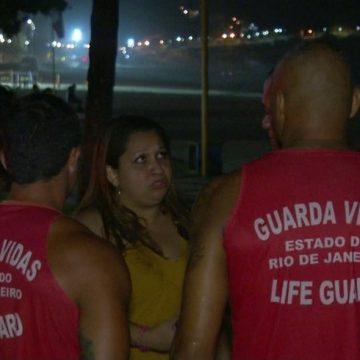 Bombeiros buscam jovens que sumiram em banho de mar noturno em São Conrado, no Rio