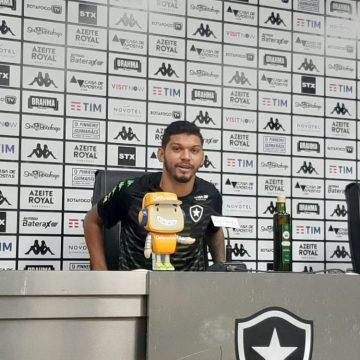 """Após gol em clássico, Igor Cássio se diz preparado para ser titular: """"Estou trabalhando para isso"""""""