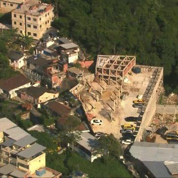 Condomínio ilegal em Copacabana é demolido, 2 meses após descoberta da irregularidade