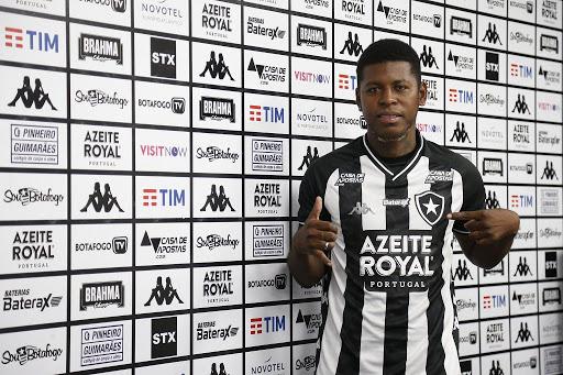 """""""Loco"""" Cortez é apresentado no Botafogo e mira dupla com Honda: """"Quero jogar ao lado dele"""""""