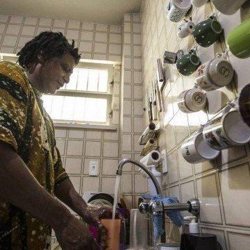 Crise da Cedae: moradores de 17 bairros do Rio ainda recebem água alterada