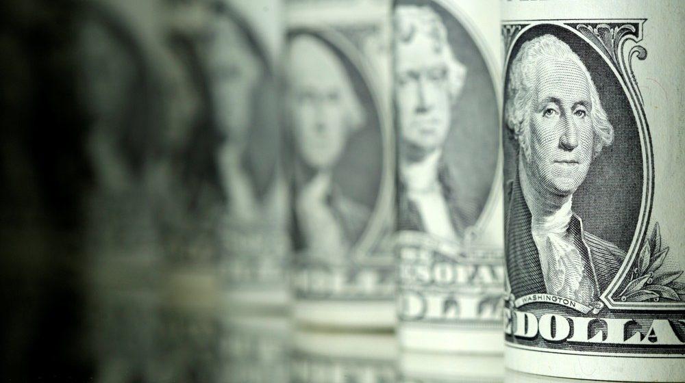 Dólar opera em alta e bate R$ 4,37