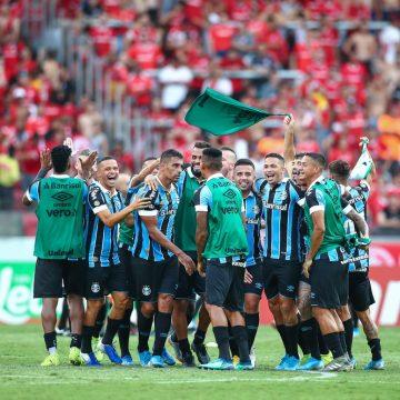 Grêmio executa bem estratégia, repete êxito no Gre-Nal e pega atalho para título