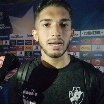 """Em nova função, Andrey ressurge no Vasco e vira titular no time de Abel Braga: """"Sempre preparado"""""""