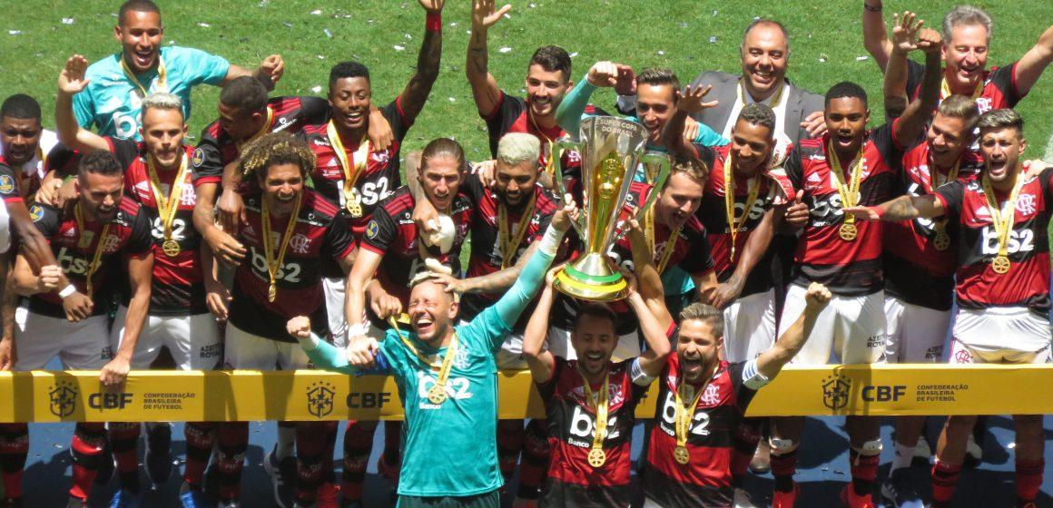 É campeão! Trio decide, Flamengo domina o Athletico-PR e conquista a Supercopa