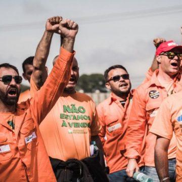 Petroleiros dizem que irão recorrer de decisão de ministro do TST e que greve continua
