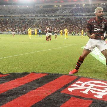 Em dia de homenagens, Flamengo vence Madureira e avança para semifinais da Taça GB.