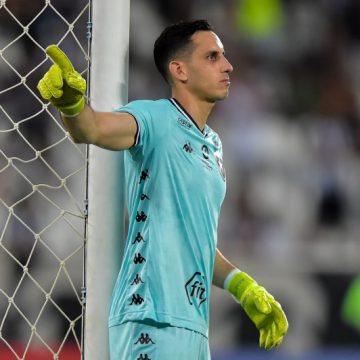 """Gatito liga o alerta depois de derrota do Botafogo no clássico: """"Vai ser um ano complicado"""""""