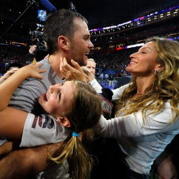 """Astro da NFL, Tom Brady brinca por ser chamado de """"marido de Gisele Bündchen"""" no Brasil"""