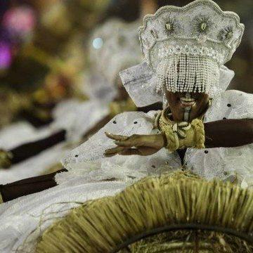 'Respeita o meu axé': Grande Rio enfrenta problemas, mas faz desfile memorável