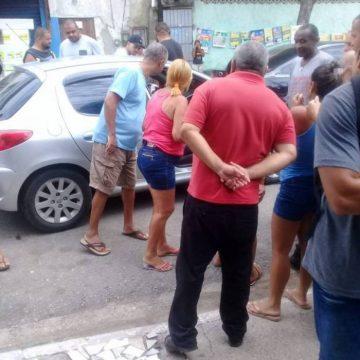 Homem é encontrado morto dentro de carro em São Gonçalo