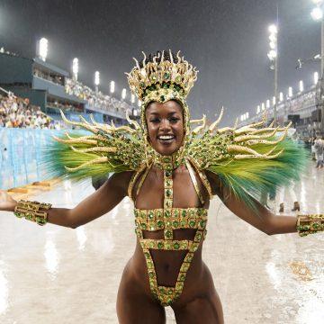 Rainhas e musas ousam com mini tapa-sexos e fantasias mínimas no Rio e em SP; veja FOTOS