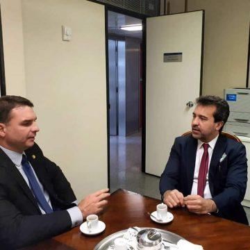 Senador Flavio Bolsonaro recebe Jorge Miranda prefeito da cidade de Mesquita,   à convite , e promete apoio