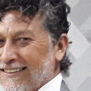 Jornalista brasileiro é executado enquanto jantava com a família em casa no Paraguai