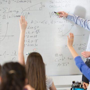 40% dos professores de ensino médio não são formados na disciplina que ensinam aos alunos