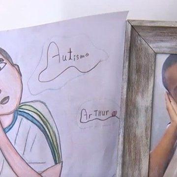 Menino de 9 anos vende desenhos para ajudar gêmeo com autismo