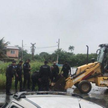PM retira barricadas do tráfico em três comunidades de Itaguaí