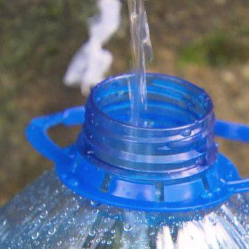 Para não gastar com água mineral, consumidores buscam fonte no Alto da Boa Vista