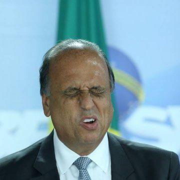 Pezão ficou 'preocupado em andar com tanto dinheiro' e pediu propina parcelada, diz delator