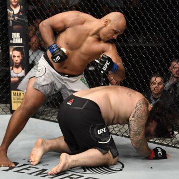 """Marcos Pezão arrasa """"mini Roy Nelson"""" Ben Sosoli no primeiro round no UFC Auckland"""