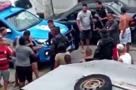 Operação da Polícia Militar termina com confusão em Niterói (RJ)