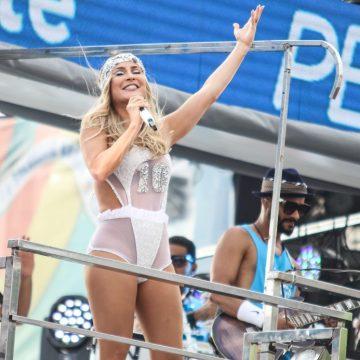 Rio tem mais de 40 blocos até domingo; Claudia Leitte estreia