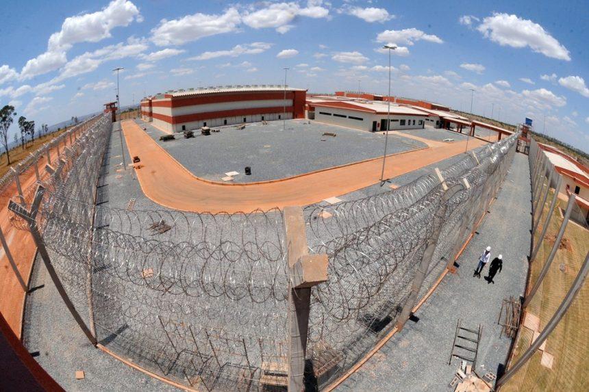 Bolsonaro autoriza Forças Armadas na área externa da Penitenciária Federal de Brasília