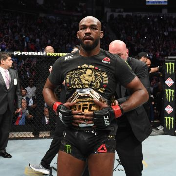 Jon Jones passa sufoco, mas mantém cinturão dos meio-pesados contra Reyes no UFC 247
