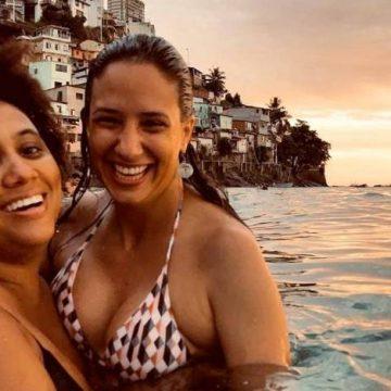 Viúva de Marielle Franco está noiva de cantora