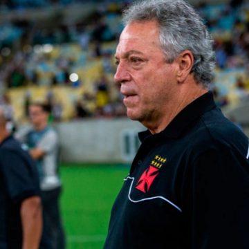 """Abel Braga vê vaga """"praticamente impossível"""" e admite fase ruim do Vasco: """"A coisa não está fluindo"""""""