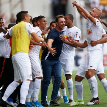 """Felipe Conceição exalta grupo após vitória do Bragantino sobre Palmeiras: """"Atitude espetacular"""""""