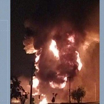 Caminhões-tanque explodem em pátio de distribuidora de combustíveis em Duque de Caxias