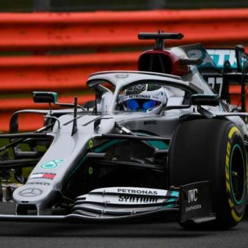 """Lewis Hamilton posta vídeo com 1ª volta no novo carro da Mercedes: """"Sensação incrível""""; assista"""