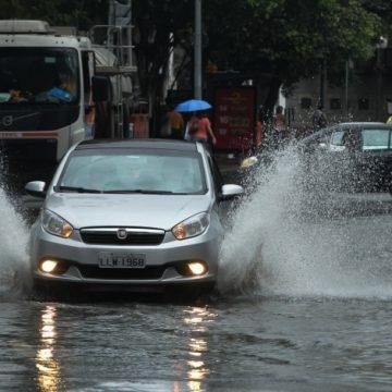 Rio entra em estágio de atenção e tem previsão de chuva forte