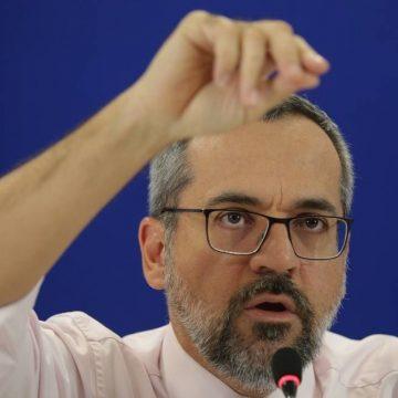 Grupo de deputados pedirá saída de Abraham Weintraub alegando crime de responsabilidade
