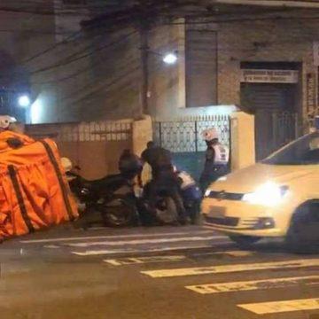 Motoboy é agredido por policiais do Segurança Presente