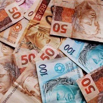 Novo valor do salário mínimo, de R$ 1.045, entra em vigor neste sábado. Veja o que muda