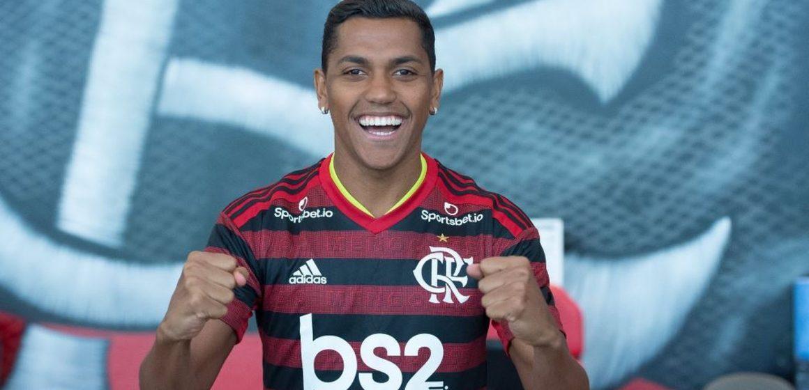 Pedro Rocha e Michael são regularizados e poderão estrear pelo Flamengo na segunda-feira