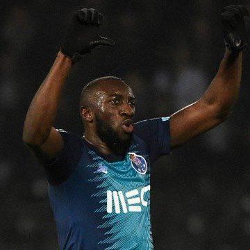 Marega, do Porto, deixa jogo após ofensas racistas e desabafa na web: 'Vá se f...'