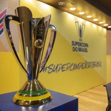 Flamengo e Athletico-PR disputam a primeira taça do ano