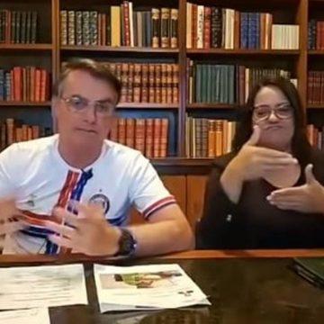 Bolsonaro diz ser de 2015 vídeo que cita facada de 2018