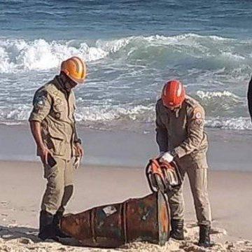 Corpo é encontrado dentro de tonel de ferro em praia de Saquarema, no Rio