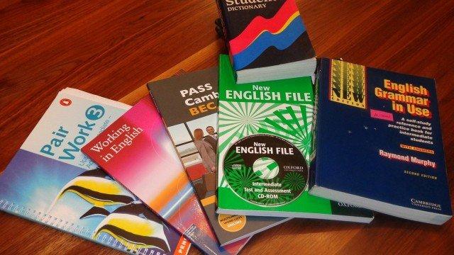 Curso de inglês oferece bolsas integrais para alunos da rede pública no Rio de Janeiro